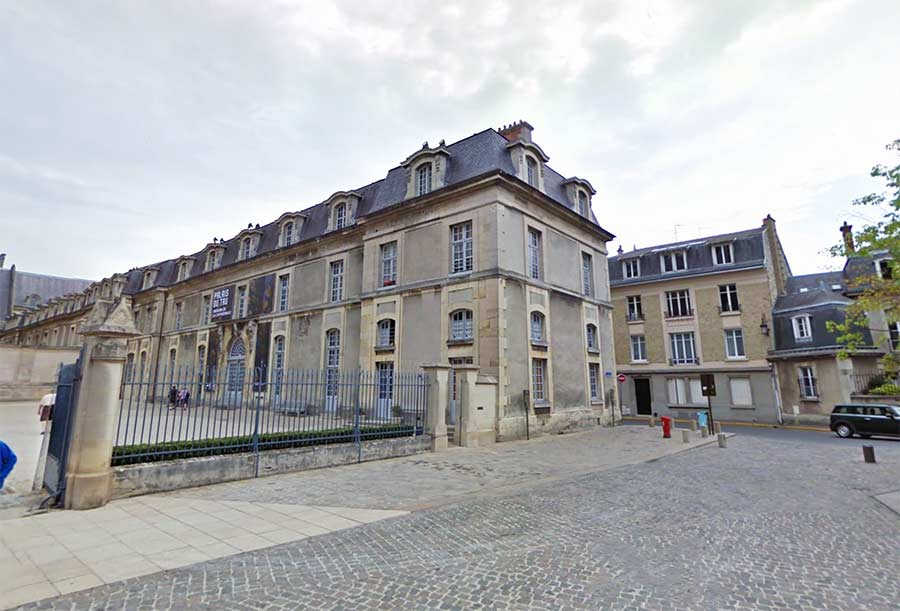 In this palace of the archbishop of Reims, De La Salle received the tonsure